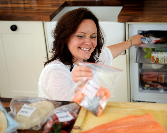 web1371_-_Woman_putting_labelled_portions_of_food_into_freezer_-_Web_Version__72ppi.jpg